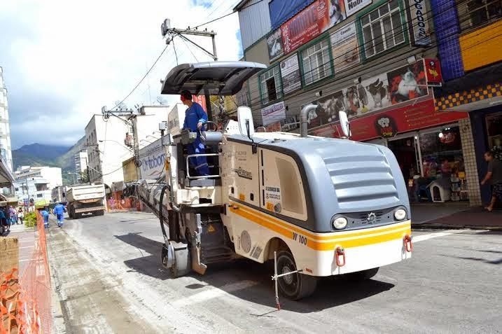 Ao todo, serão recapeados 1,3km de via, com a utilização de cerca de 70 caminhões de asfalto