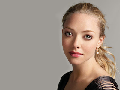 Amanda Michelle Seyfried Hot Wallpaper 2013