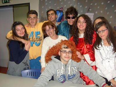 Οι μαθητές του ΚΕΑΤ με την αγαπημένη τους δασκάλα ΣεραΪνα Κορομήλη