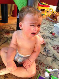 Charlie é o protagonista das fotos que seu pai tira dele chorando.