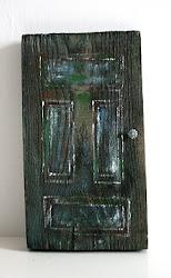 Drewniane drzwi w miniaturze