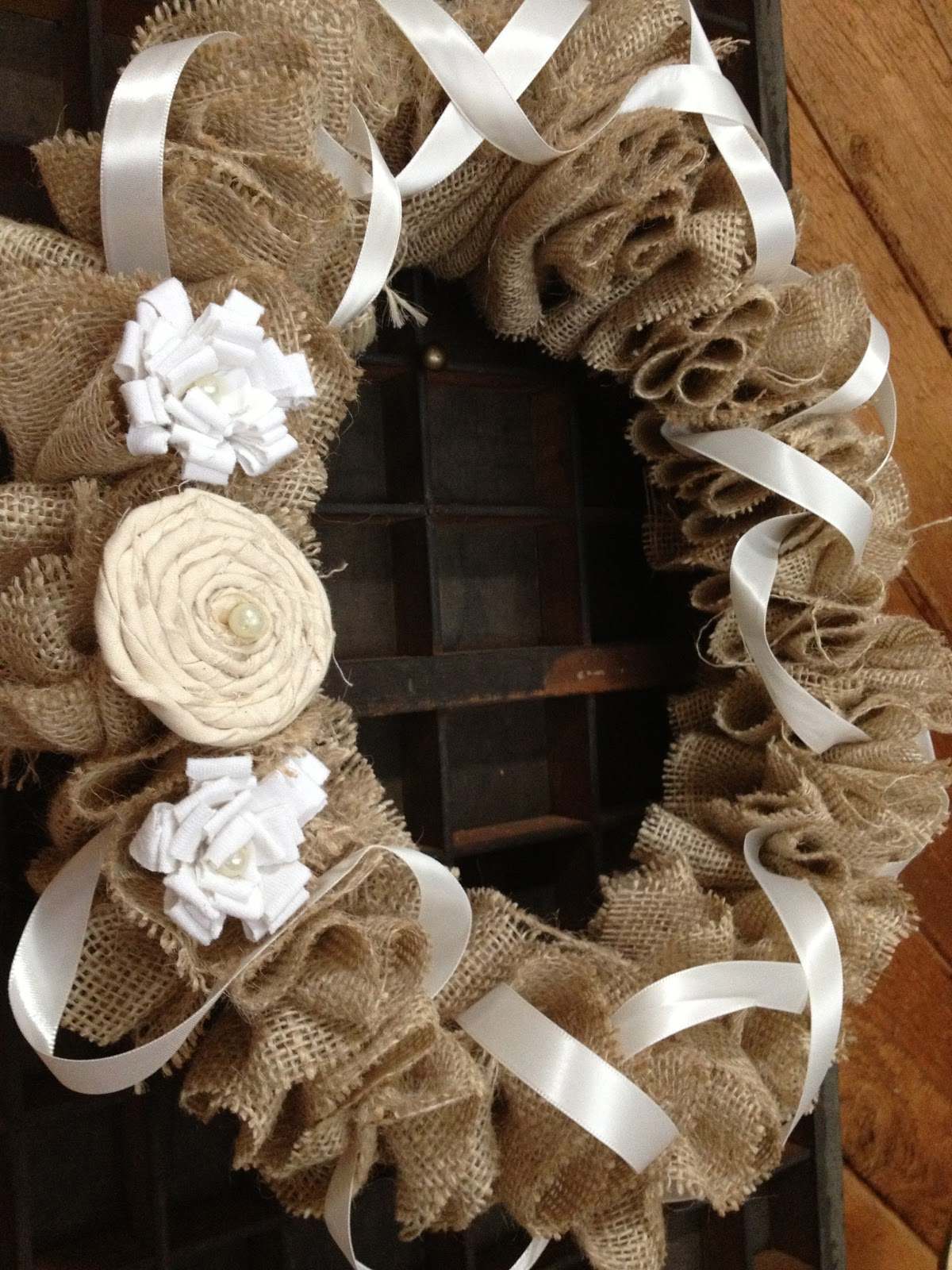 Diy180 how to make a burlap wreath for How to use burlap ribbon
