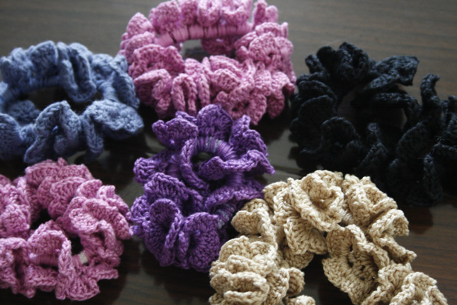 Happy Woman: Crocheted hair scrunchies