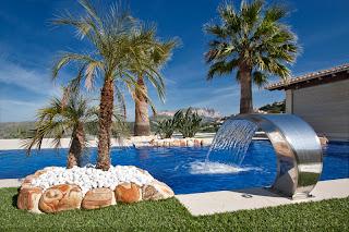 cascada+masaje+piscina La piscina que revaloriza tu casa.