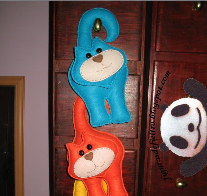 Figuar figuras de fieltro artesanales personalizadas - Colgador de puerta ...