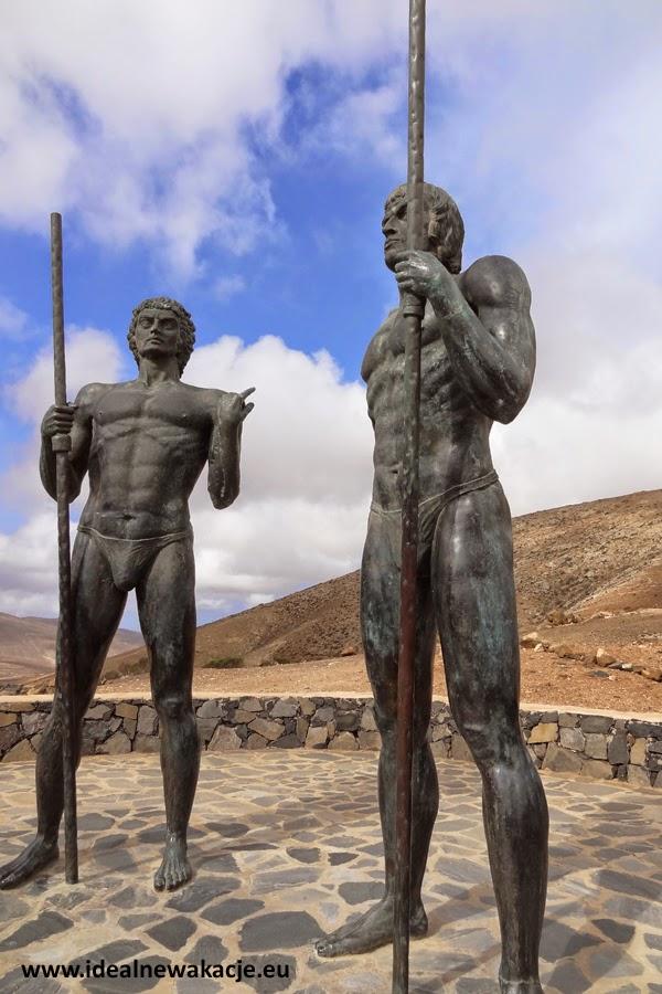 Posągi władców Ayos i Guize fuerteventura Betancuria