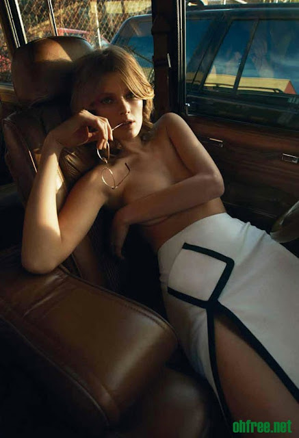 20110214 constance jablonski4 Constance Jablonski Topless in her Car for Purple