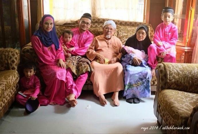 Bersama ayah dan ibu mertua