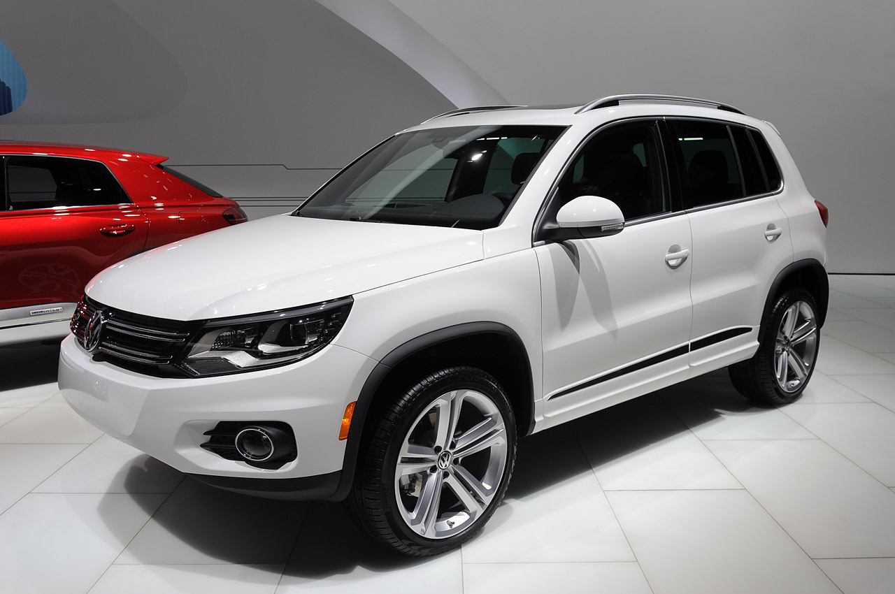 automotiveblogz volkswagen tiguan r line detroit 2013. Black Bedroom Furniture Sets. Home Design Ideas
