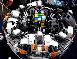 Wow, Robot ini Pecahkan Rubik dalam 5 Detik