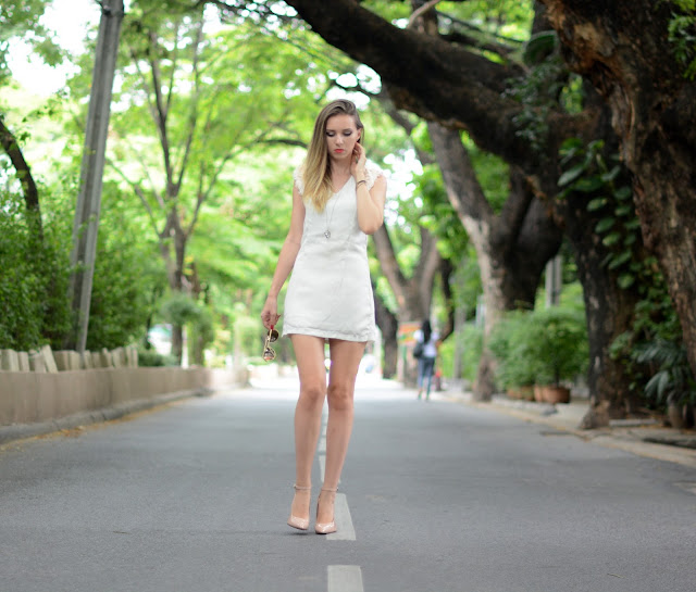 nude and red, fashion house cz, český fashion blog, nude shoes, nude heels, red soul nude shoes, shein review, sheinside review, white dress, bangkok, bangkok fashion blog, farang in bangkok, nude lodičky, boty s červenou podrážkou, thajsko, thajsko blog, blog o thajsku, češi v zahraničí, kristýna vacková, kristýna thajsko, thajský blog