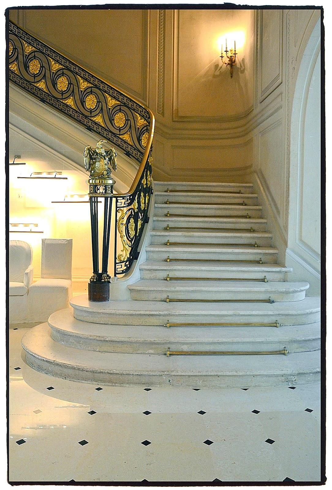 inside is beautiful paris l 39 escalier magnifique. Black Bedroom Furniture Sets. Home Design Ideas
