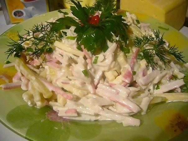 Какой вкусный салат с крабовыми палочками