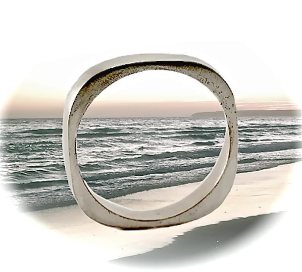 anillo plata en la playa islalimon