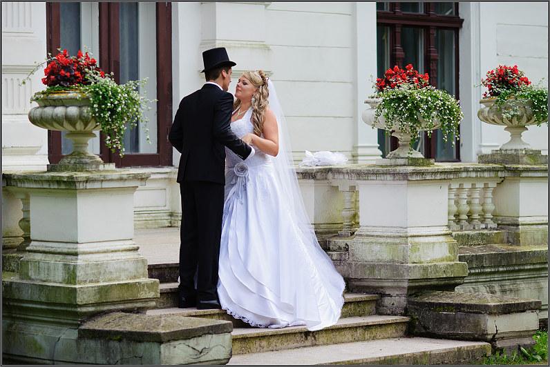 vestuvių fotosesija prie rūmų