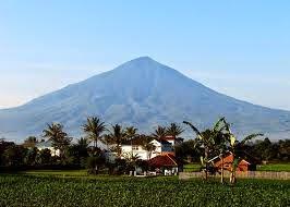 6 Gunung Paling Angker Yang Ada Di Indoensia