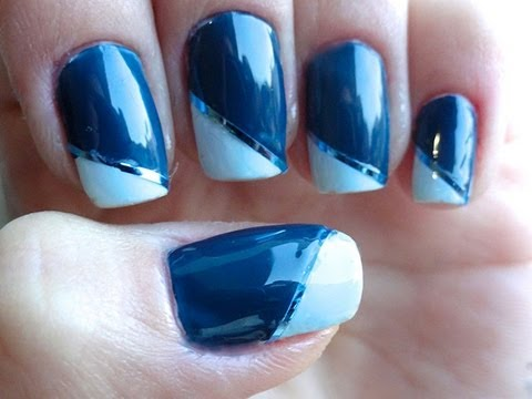 Unhas decoradas com fita azul