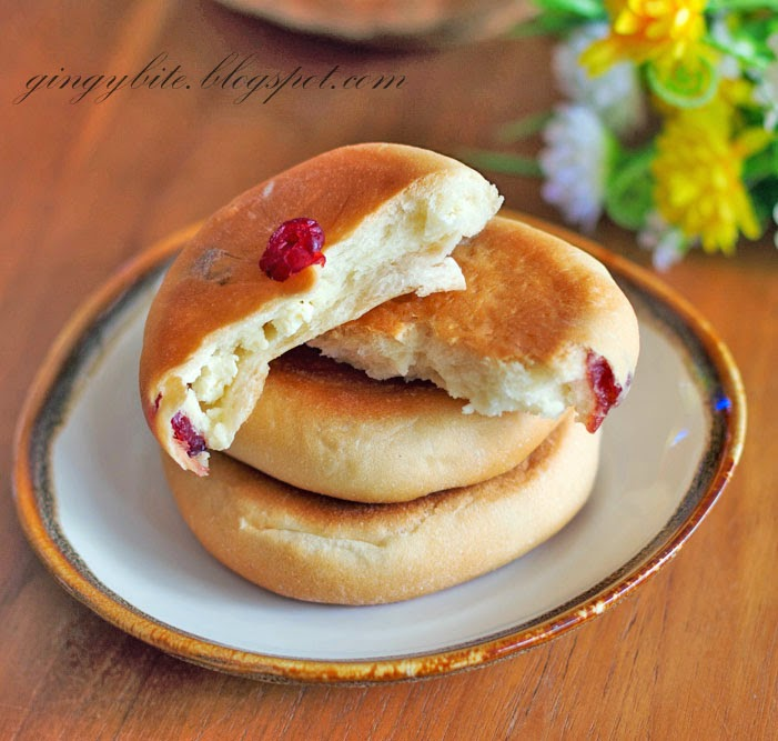 Cranberry Cream Cheese Flat Bun / Bread