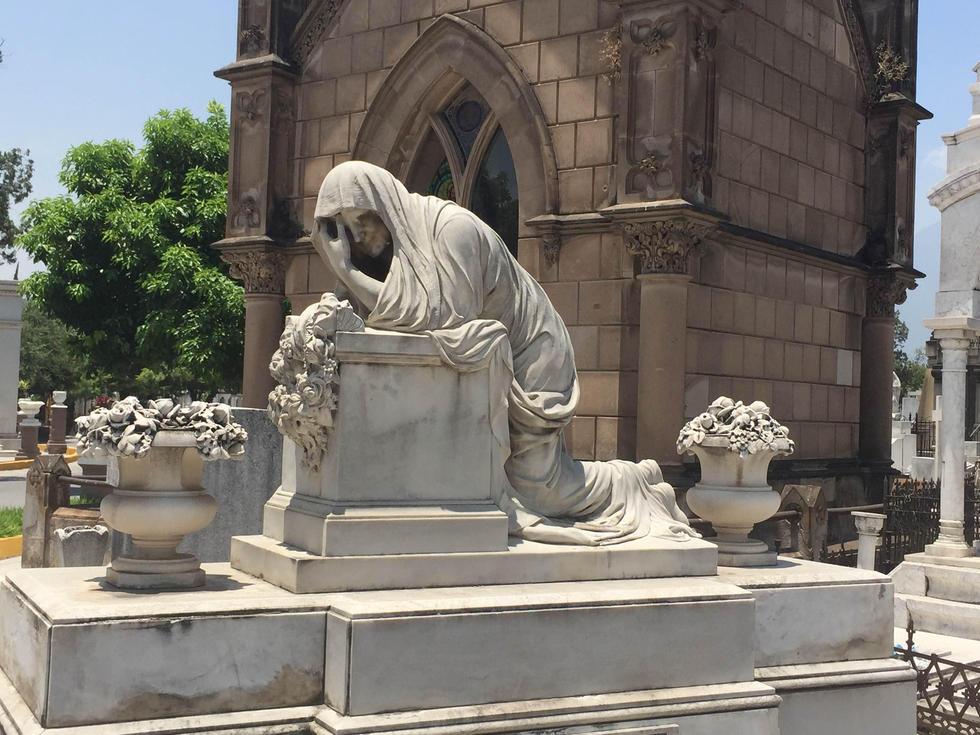 Antonio guerrero aguilar escribe recorriendo el for De donde se extrae el marmol