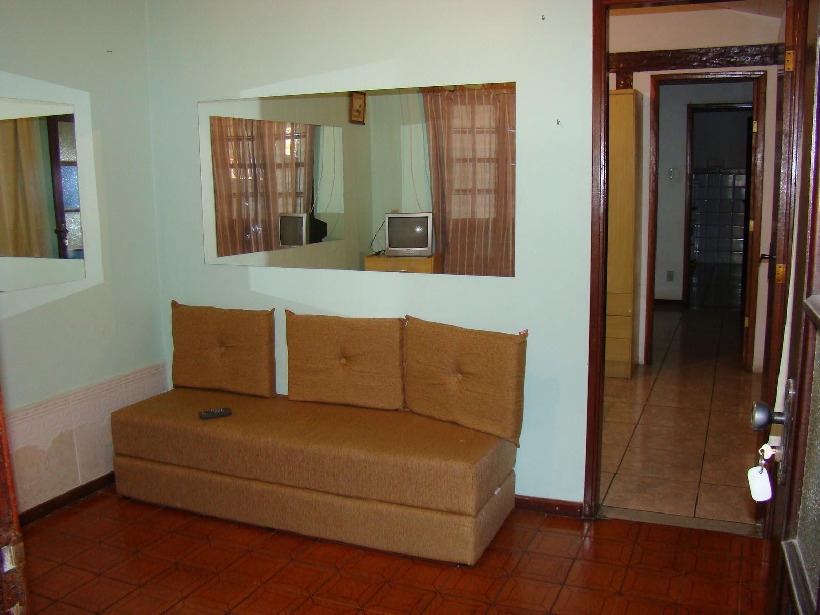 #683C1D Aluguel de Temporada em Cabo Frio: Casas de 2 quartos 1600x1200 px um banheiro para dois quartos