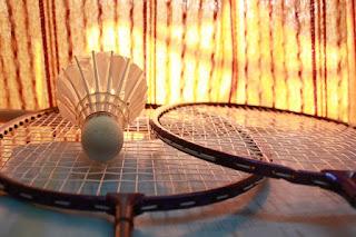 raket badminton terbaik yang bagus dan murah