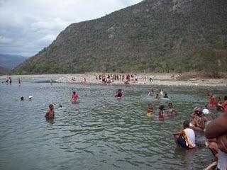 Hoy domingo ríos, playas, montañas temperatura estará entre  33 y 35 grados