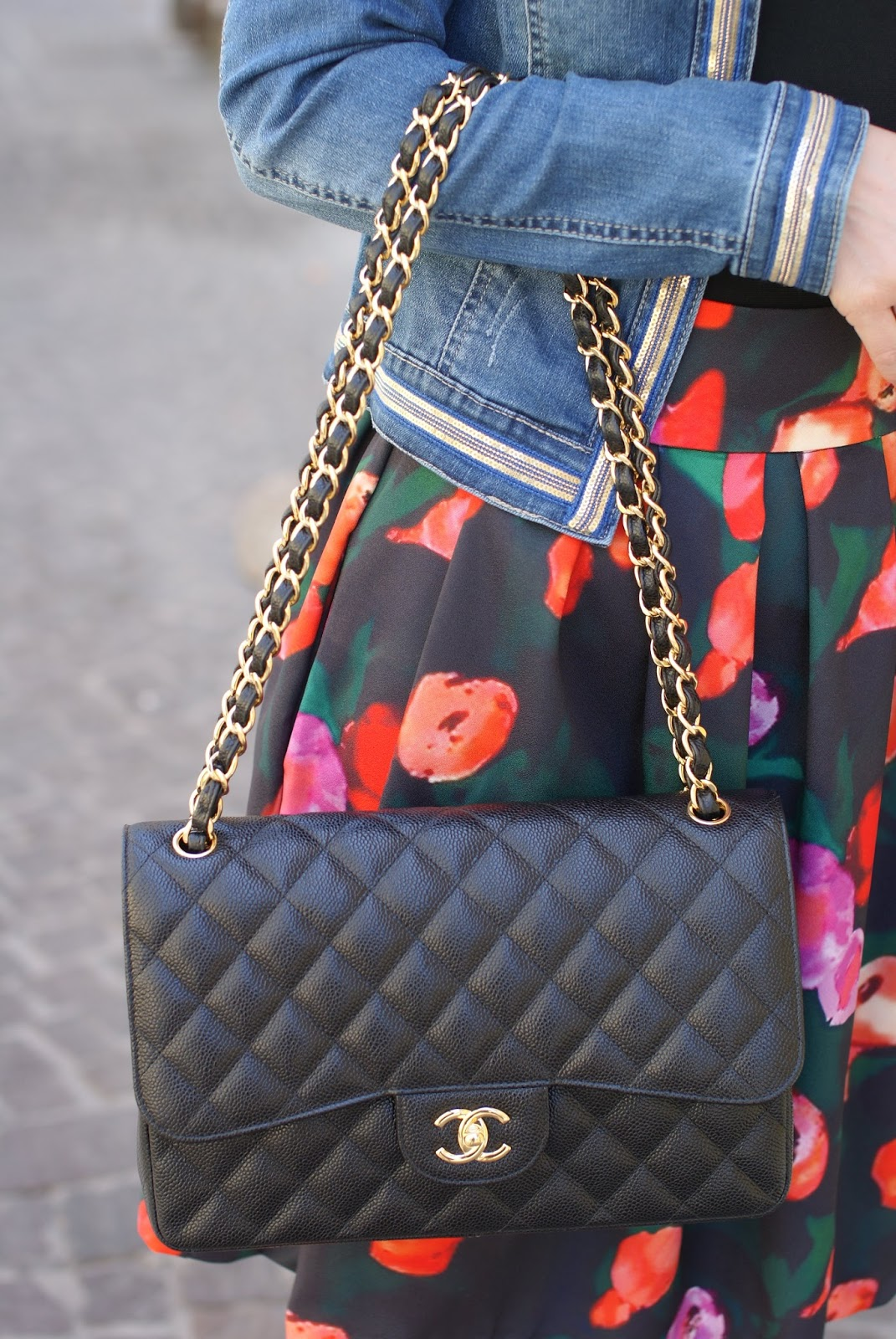 Chanel 2.55 classic flap caviar leather on Fashion and Cookies fashion blog, fashion blogger style