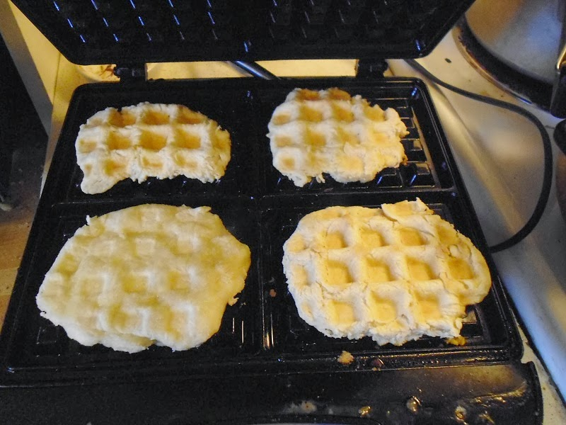 Flatbread waffle maker cooking