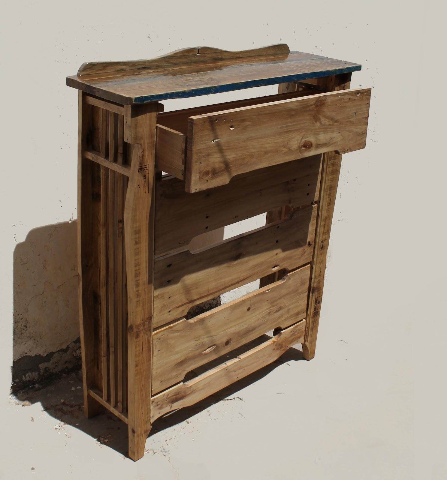 Rullo studio otra vida para las maderas cubre radiador 02a for Muebles con madera reciclada