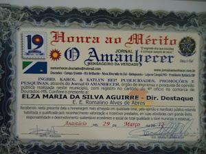 Diretora da Escola recebe premiação