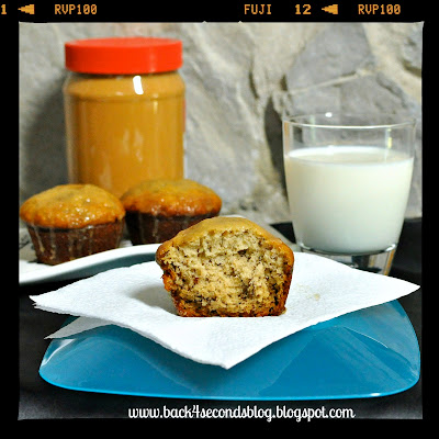 Easy Banana Muffins with Peanut Butter Glaze @BackForSeconds #bananabread #muffins #recipe #breakfast #peanutbutter