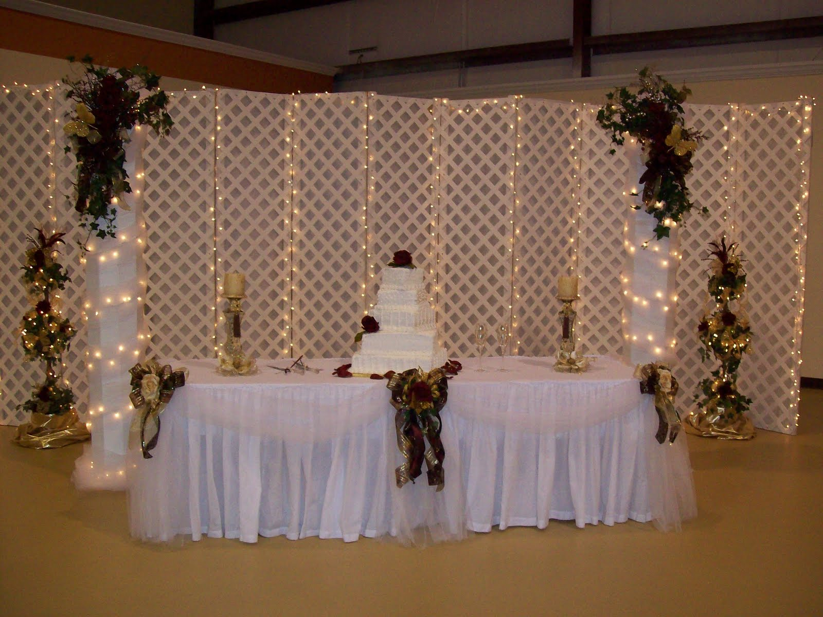Bride Groom Table Decoration Jazzy Jennis World Bride And Grooms Table And Decorated Columns