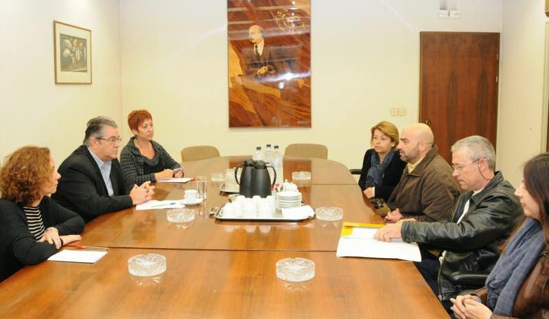 Συνάντηση του ΓΓ της ΚΕ του ΚΚΕ Δ. Κουτσούμπα με αντιπροσωπεία του Συλλόγου σχολικών φυλάκων Ελλάδας