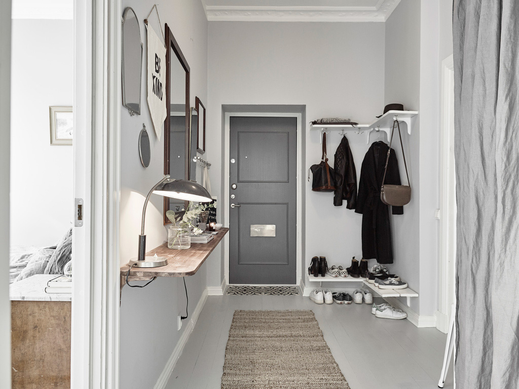 Arredare piccoli spazi armonia in verde grigio e blu for Arredamento per corridoio