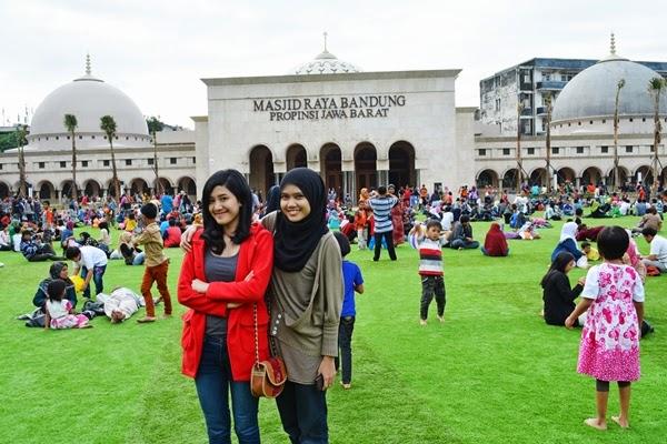 Keceriaan di Alun-Alun Bandung