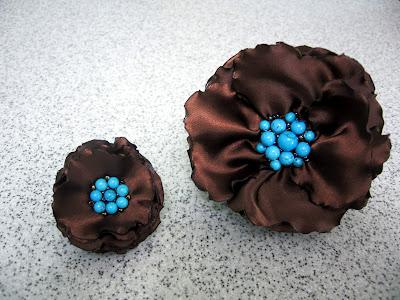 Текстильное украшение.  Браслет и колечко.  Атлас бирюза бисер Обожаю сочетание этих двух цветов, шоколад и бирюза.