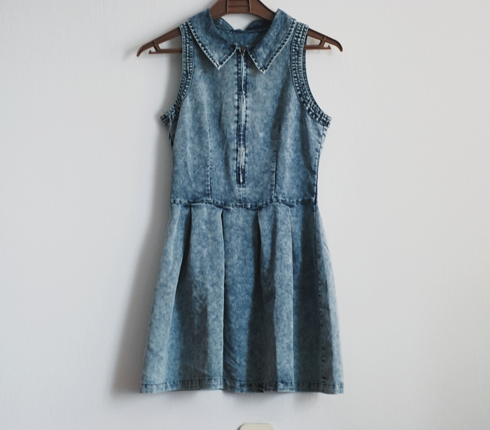 http://www.sheinside.com/Blue-Lapel-Sleeveless-Pleated-Denim-Dress-p-202542-cat-1727.html?utm_source=pomaranczowa-pomarancz.blogspot.jp&utm_medium=blogger&url_from=pomaranczowa-pomarancz.blogspot.jp