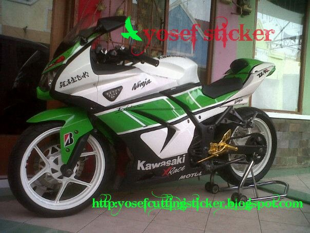 Ninja 250 Putih Cutting Sticker http://yosefcuttingsticker.blogspot.com/2012/03/cutting-sticker-ninja-250-yamaha.html