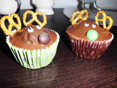 Chocolate Christmas Cupcakes | www.happyhealthymotivated.com