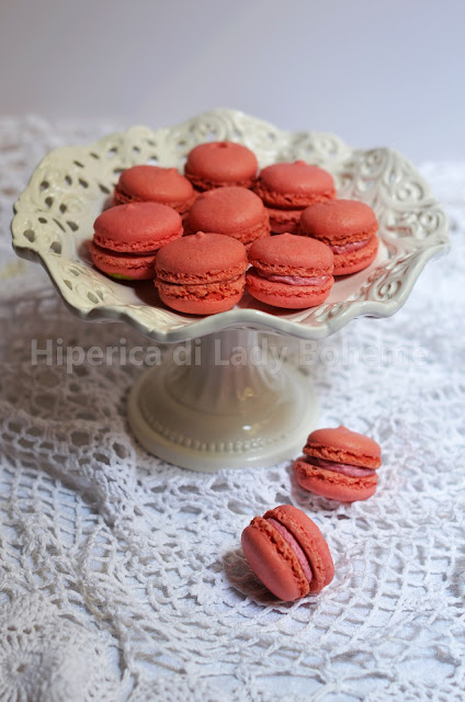 hiperica_lady_boheme_blog_di_cucina_ricette_gustose_facili_veloci_dolci_biscotti_macarons_ai_lamponi_1