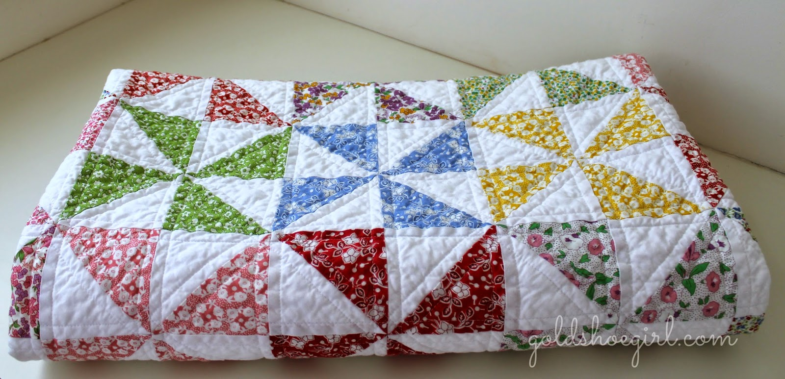 Quilt Pattern For Pinwheels : Gold Shoe Girl: Pretty Pinwheel Quilt