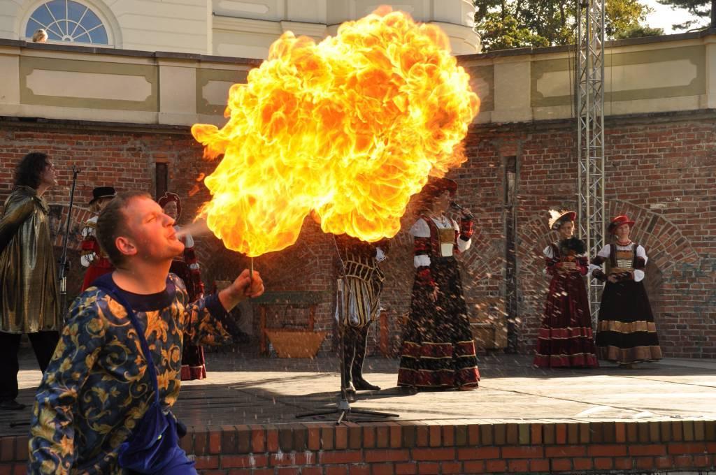 Człowiek-smok, zaklinacz ognia