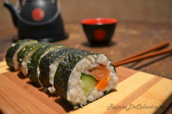 sushi somon avocado