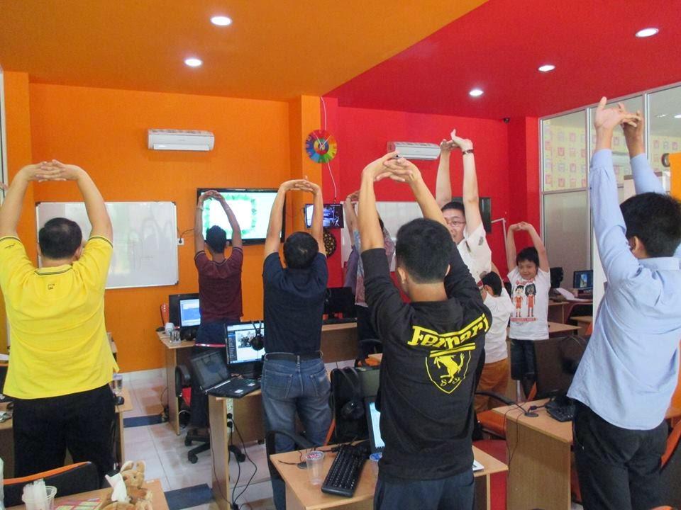 Stretching untuk pemanasan ringan sebelum proses belajar mengajar di DUMET School