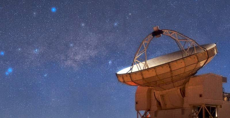 The Atacama Pathfinder Experiment (APEX) telescope sits atop the plateau of Chajnantor in the Chilean Andes, more than 5,100 metres high. To the left of APEX is the central region of the Milky Way, where the supermassive black hole Sagittarius A* lurks. Credit: ESO/Babak Tafreshi