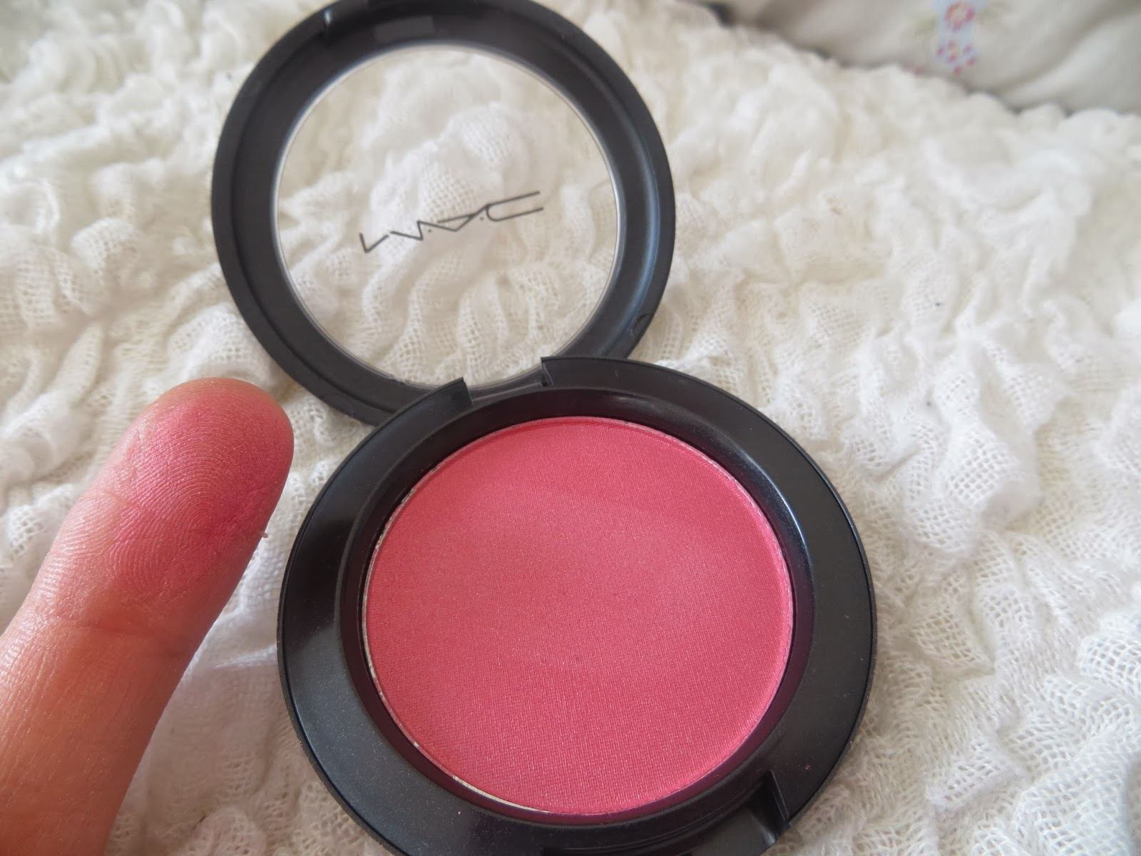MAC, Blusher, Blush, Dolly Mix, Pink, Review, Shimmer, Pretty, Swatch