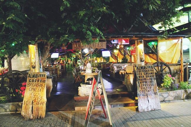 Sarti (Sithonia) at night.Sarti (Sitonija) nocu.Alma libre bar Sarti.