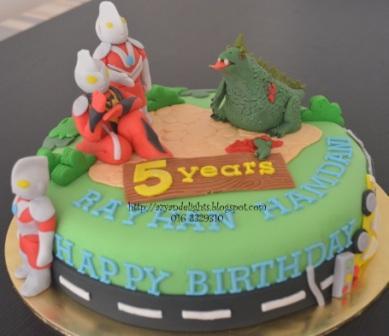 Azyandelights: Ultraman Cake