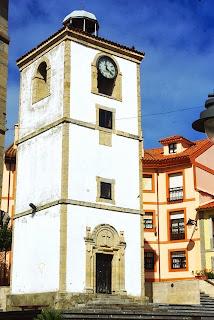 Luanco, Torre del reloj