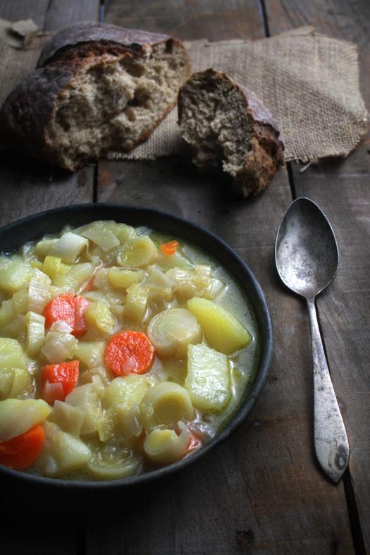 Un soltero en la cocina sopa de puerros porrusalda for Un soltero en la cocina